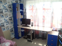 """Компьютерный стол с полками """"Синий и Дуб кобург"""""""